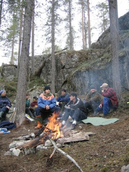 Ensamhetara + Björne och Benjamin är samlade på Rönnäsberget.
